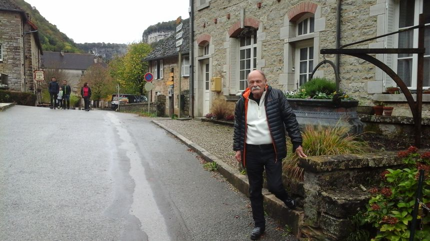 René Perret, amoureux d'un paesi du Jura - son pays d'aujourd'hui - dont il a fait un livre.