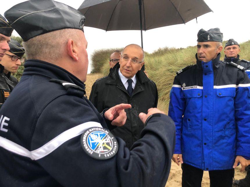 Fabien Sudry le préfet du Pas-de-Calais sur la plage de Oye-plage