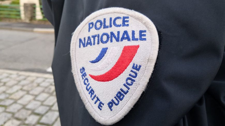 Uniforme de la police nationale. (illustration)