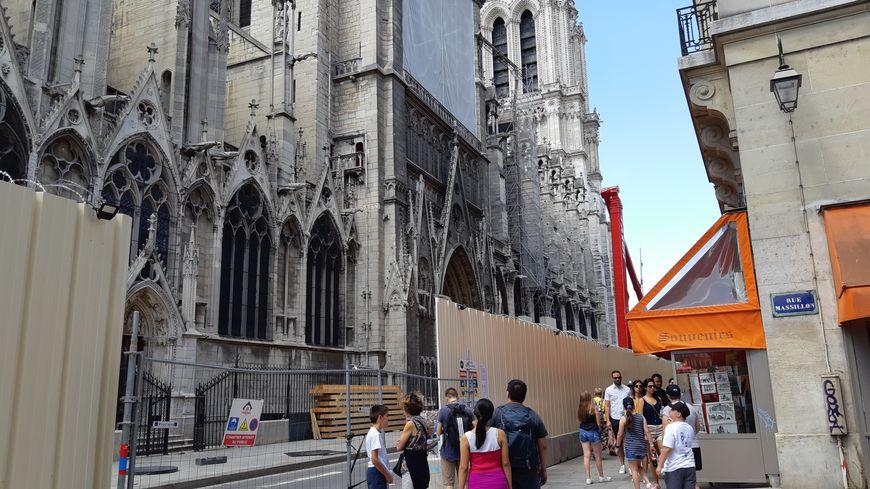 Notre-Dame de Paris, vue de la rue du Cloître, le 29 juillet 2019
