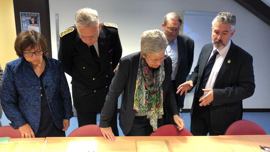 La secrétaire d'Etat auprès de la ministre des Armées a visité les archives des victimes des conflits contemporains