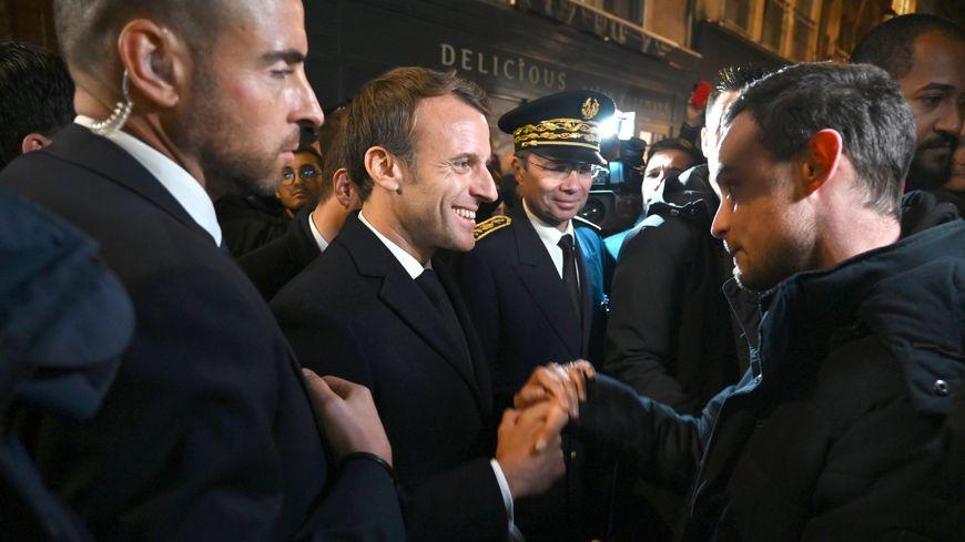Emmanuel Macron a arpenté les rues de Rouen pour échanger avec les Rouennais