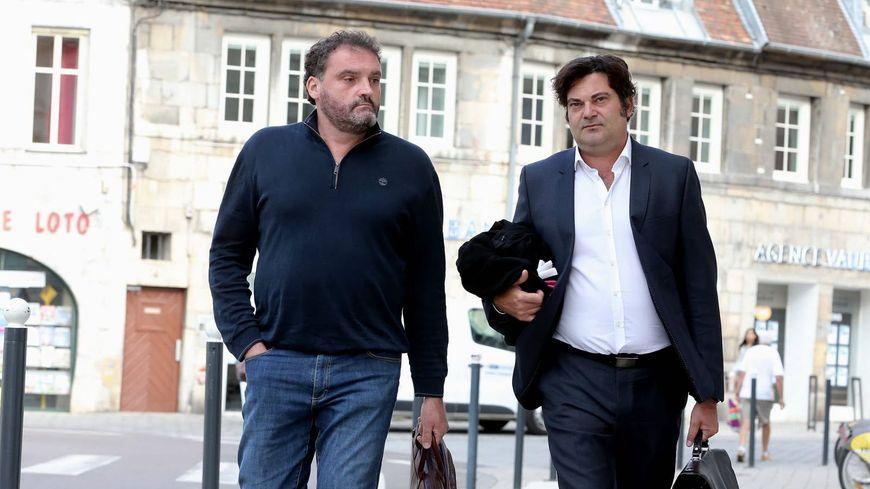 Le Dr Frédéric Péchier (à gauche) en compagnie de l'un de ses avocats Maître Randall Schwerdorffer