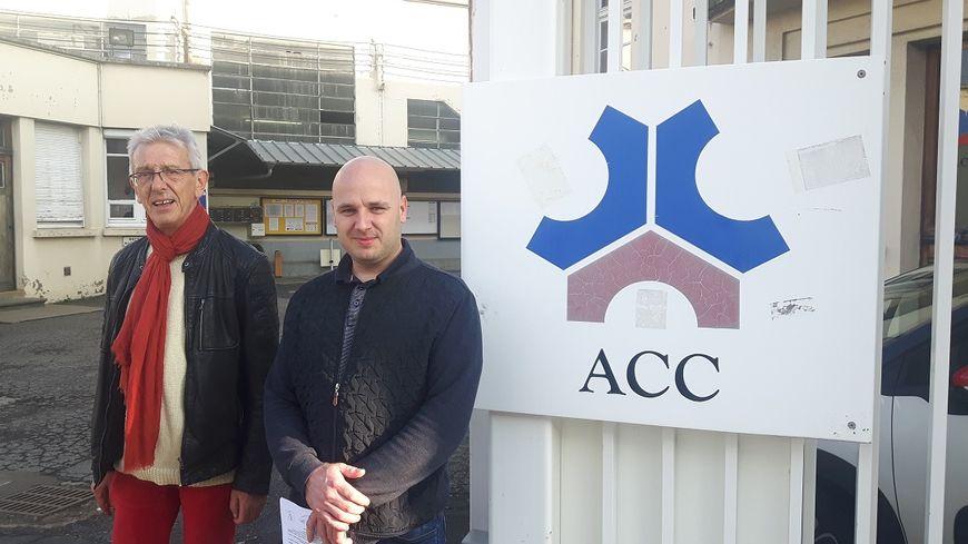 L'avocat Jean-Louis Borie et le délégué CGT ACC Anthony Deveau devant l'entrée du site clermontois