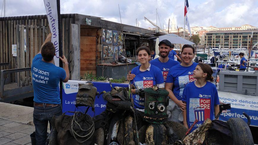 Une famille marseillaise mobilisée pour l'opération Vieux-Port propre