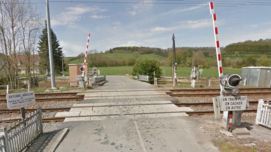 Le passage à niveau de St Pierre sur Vence dans les Ardennes