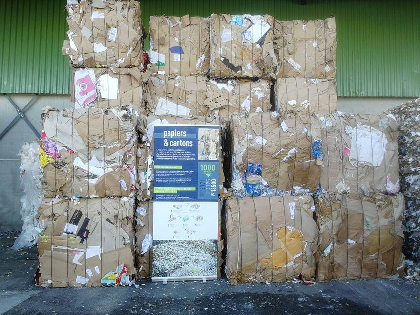 Des déchets compactés en cubes d'une tonne