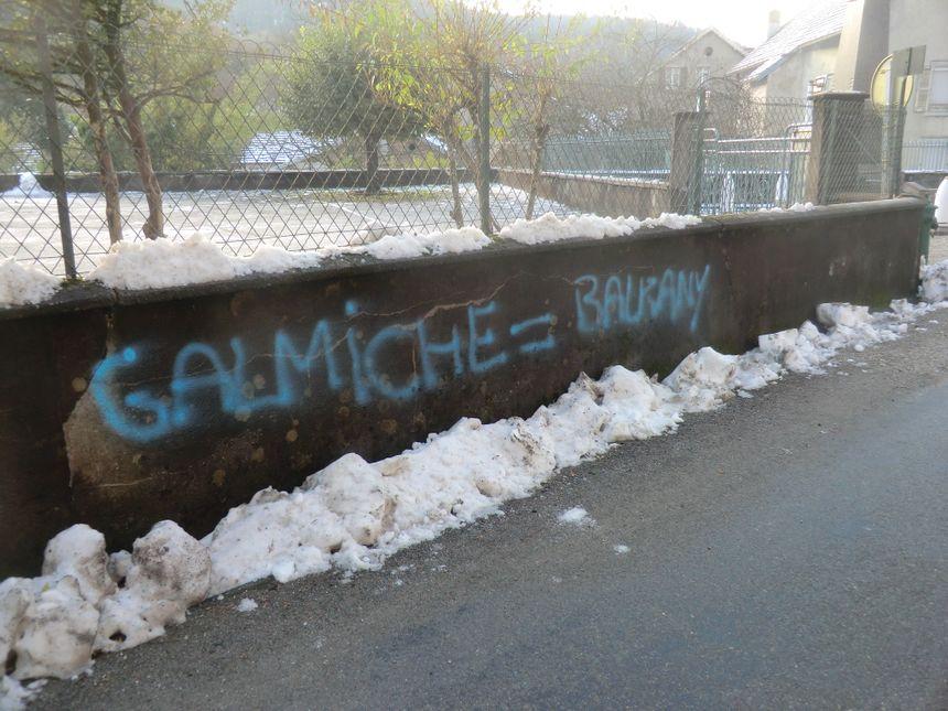 Grafitti injurieux à l'encontre du maire de Plancher-les-Mines.
