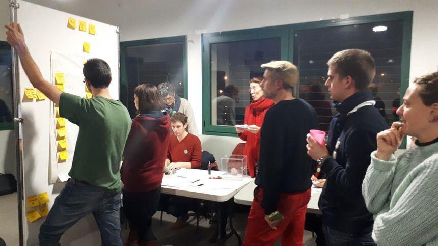 Les militants d'Archipel passent au vote pour désigner les membres de la liste