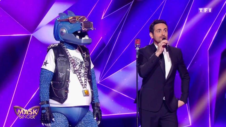 Le Dino et Camille Combal dans Mask Singer