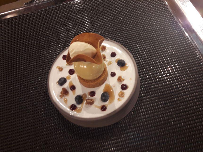 Mousse de marron et marmelade de cassis, sablé breton et crème glacée au whisky