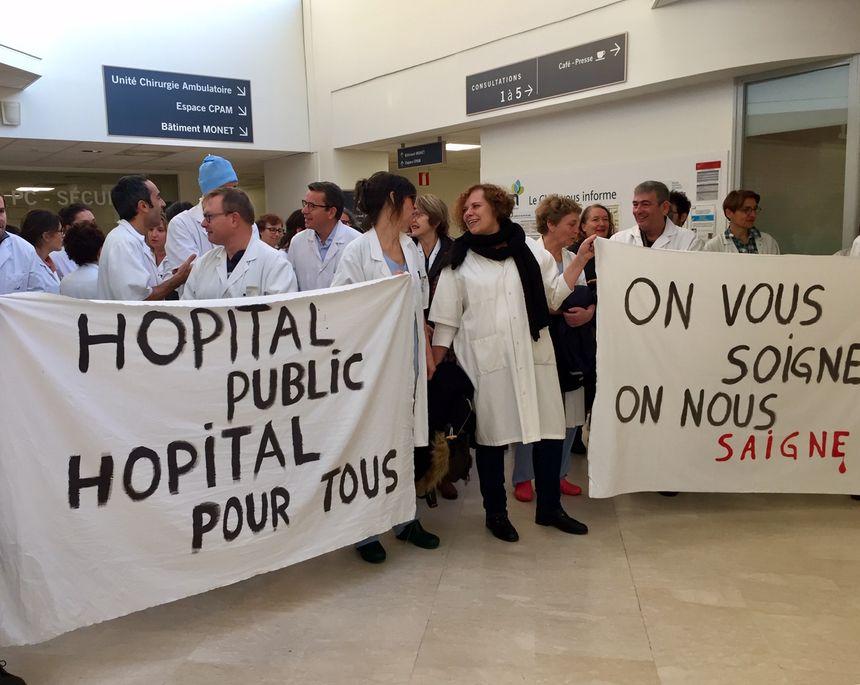Les médecins dénoncent des carences graves en personnels soignants et médicaux