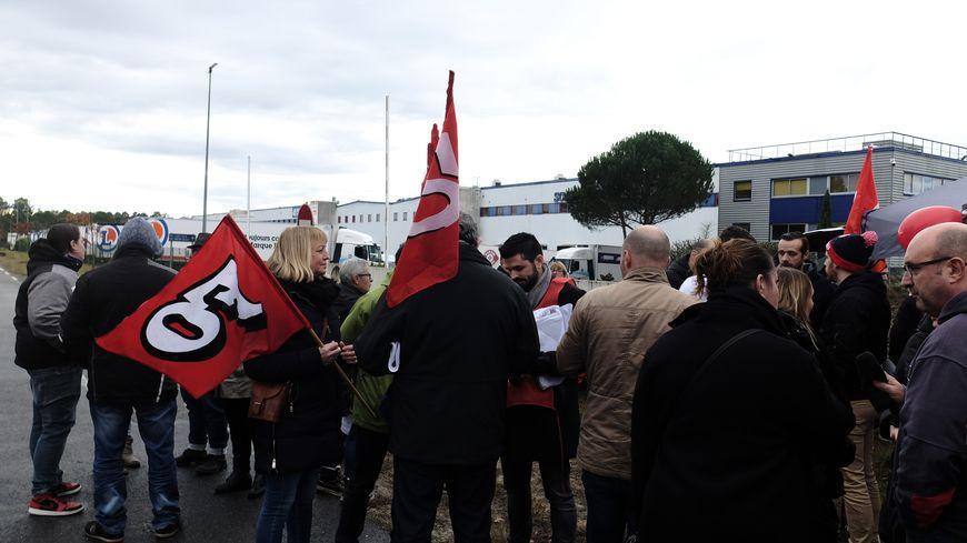 Mobilisation des salariés de la Scalandes devant les grilles de l'entreprise