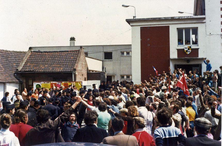 Rassemblement devant la mairie d'Auby en octobre 1979 - Aucun(e)