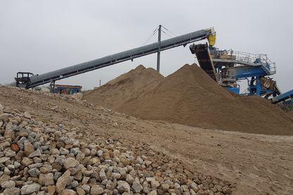 Sur le site de l'entreprise Poullard, près de Chartres (Eure-et-Loire), entreprise innovante en matière de recyclage des gravats