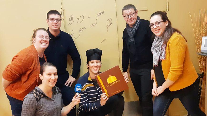 La troupe d'Improvisation Lavalloise chez Régis et Corinne Régnier, traiteurs à Saint Berthevin