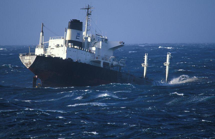 Naufrage de l'Erika au large de la Bretagne en décembre 1999