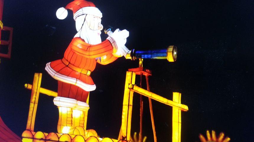 Le Père Noël est bien sûr de la fête.