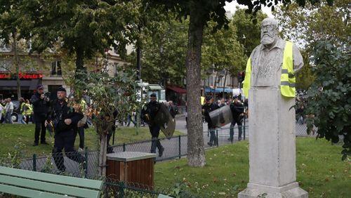 """""""Gilets jaunes"""", un an après : la France qui gronde"""