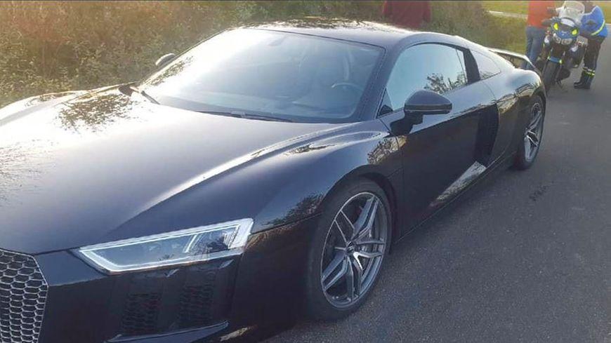 La voiture de luxe attend désormais son propriétaire à la fourrière (droits : gendarmerie nationale).