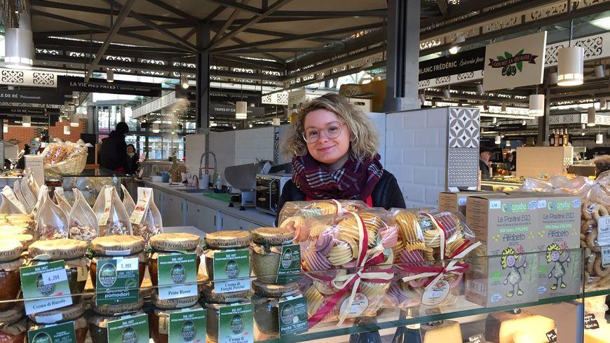 """Lauralie Bayard jeune créatrice de """"La Vie Mes Pâtes!"""" vient de rejoindre les rangs des commerçants des Halles Centrales de Limoges."""
