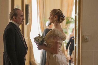 """Antoine Duléry et Camille Lou sur le tournage de la série TF1 """"Le Bazar de la charité"""""""