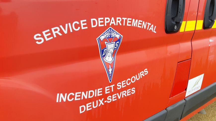 Une cinquantaine de sapeurs-pompiers ont été mobilisés pour maîtriser l'incendie à la Snef, à Thouars, ce vendredi