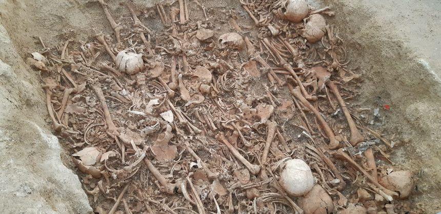Au moins une quarantaine de corps (hommes, femmes et enfants) se trouve dans cet hypogée à St Memmie