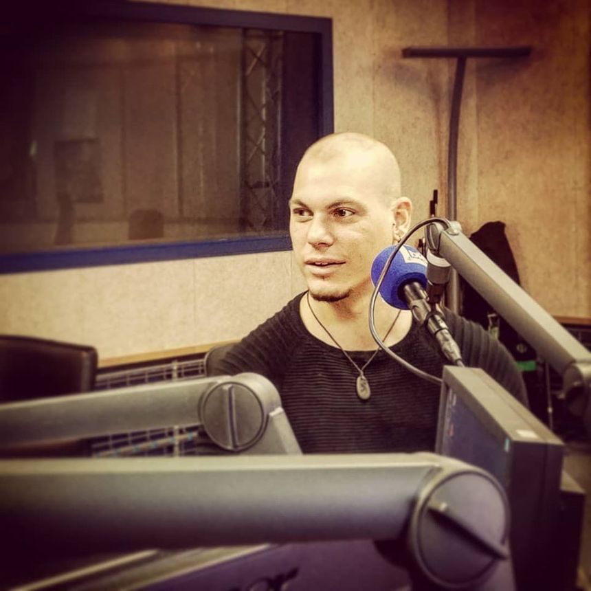 Billy en pleine interview à France Bleu Occitanie