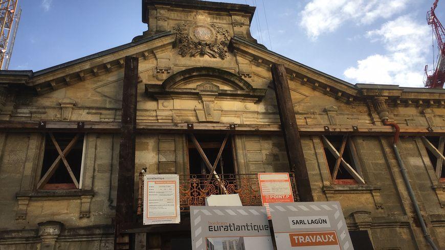 Une partie des nouveaux projets immobiliers conservent les façades des anciens bâtiments en pierre.
