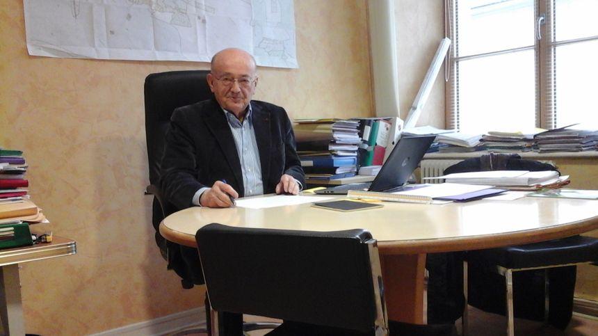 Daniel Perrin, maire de Mouthe, avec des idées d'interviews plein la tête !