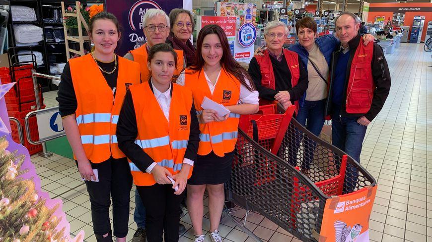 Une dizaine de bénévoles étaient présents ce vendredi au Carrefour Market avenue de Saint-Georges à Auxerre pour récolter les dons des Icaunais.