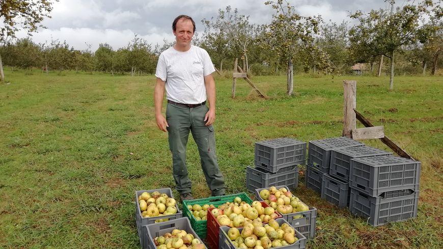 Gorka Taberna moniteur d'atelier à la ferme Pémartin