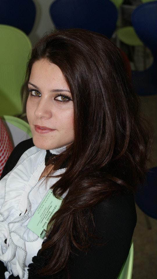 Ana, Regards de Jeunes