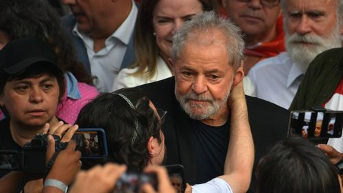 Au Brésil, l'ancien Président Lula, incarcéré depuis 19 mois pour corruption, est sorti de prison
