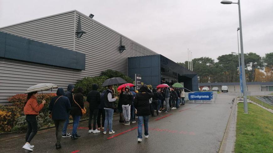 De nombreux lycéens et leurs parents faisaient la queue ce samedi matin pour entrer au salon Studyrama