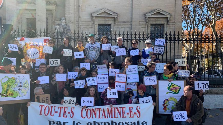 Les plaignants se sont réunis devant le Tribunal de Grande Instance de Perpignan.