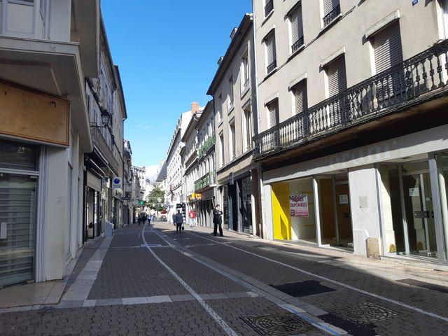 Rue François Mitterrand à Nevers, les loyers sont trop élevés pour les commerces