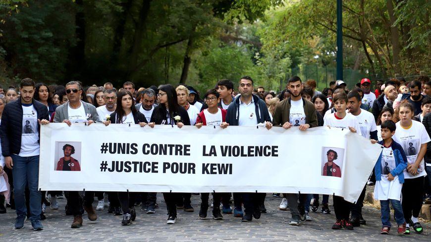 Marche blanche en hommage à Kewi, élève au lycée d'Alembert, tué le 4 octobre 2019 aux Lilas
