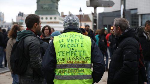 """""""Gilets jaunes"""" : un anniversaire en partie gâché par les violences"""