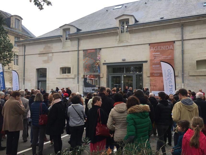 Plusieurs centaines de personnes sont venues assister à l'inauguration du nouveau conservatoire.
