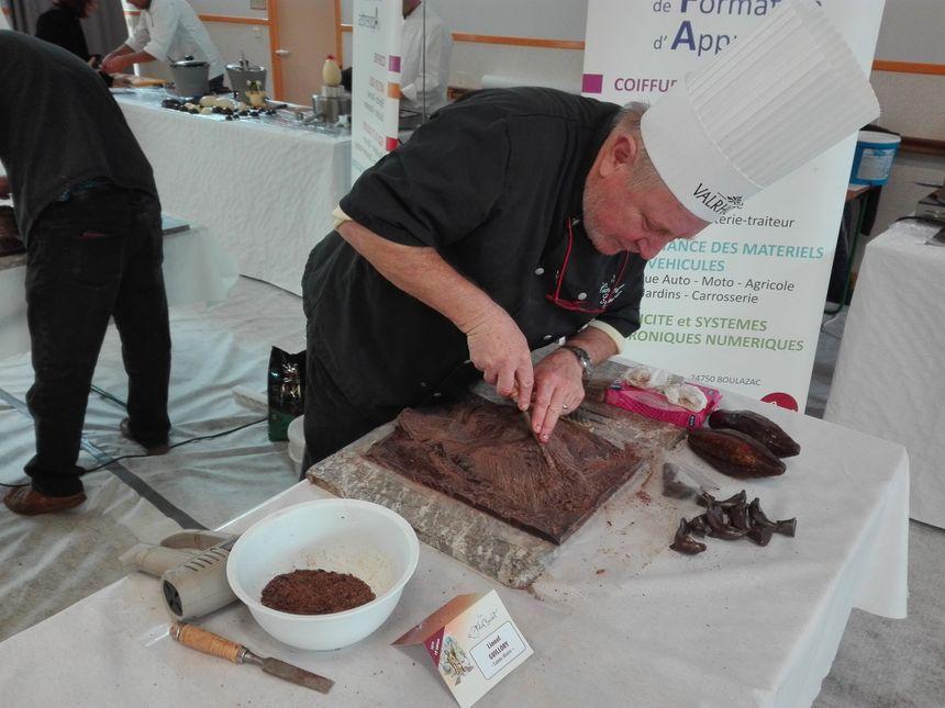Le chocolatier Lionel Guillory sculpte du chocolat sous vos yeux