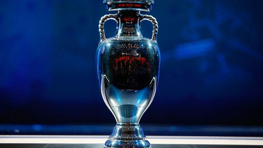Le trophée de l'Euro de football