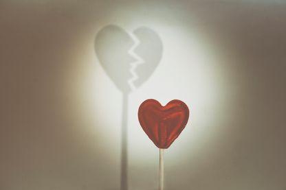 Infidélité : trahison ou polyamour ?