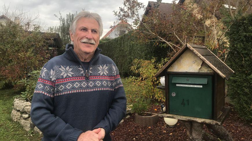 Francis Monnin a travaillé 40 ans comme facteur à Delle, depuis sa retraite il distribue des prospectus.