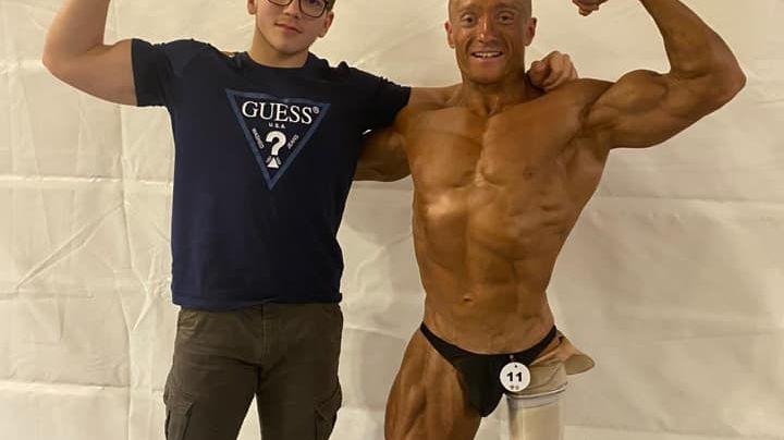 Photo Facebook de Patricia Teixeira prise le jour du concours Mister Univers en Alsace : à droite, Julien Camdessoucens