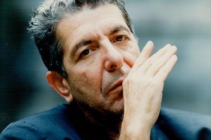 Leonard Cohen, auteur-compositeur-interprète, musicien, poète, romancier et peintre, au Canada, le 6 octobre 1993.