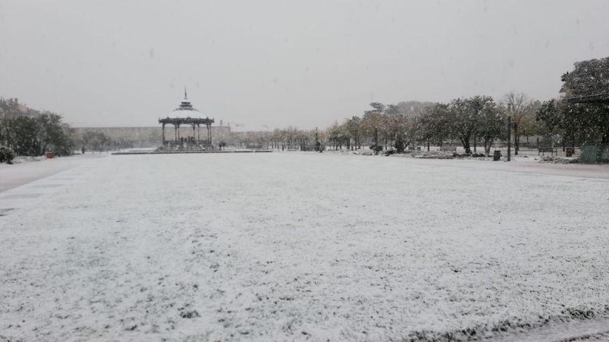 Le champ de mars à Valence vers 14h15