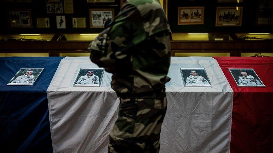 L'hommage aux militaires tués au Mali au 4e régiment de chasseurs de Gap, ce mardi.