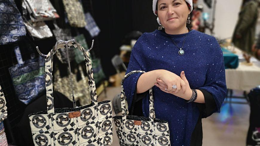 Carla Henri et ses sacs fabriqués à partir de dosettes de café